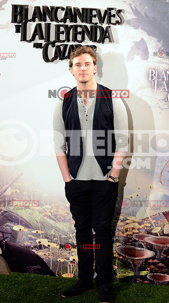 Sam Claflin asiste al photocall de la pelicula 'Blancanieves y la Leyenda del Cazador' en la Casa America de Madrid.             ----------------------------Sam Claflin attends the photocall of the movie 'Snow White and the Huntsman' at the Casa America in Madrid *NortePhoto*<br />