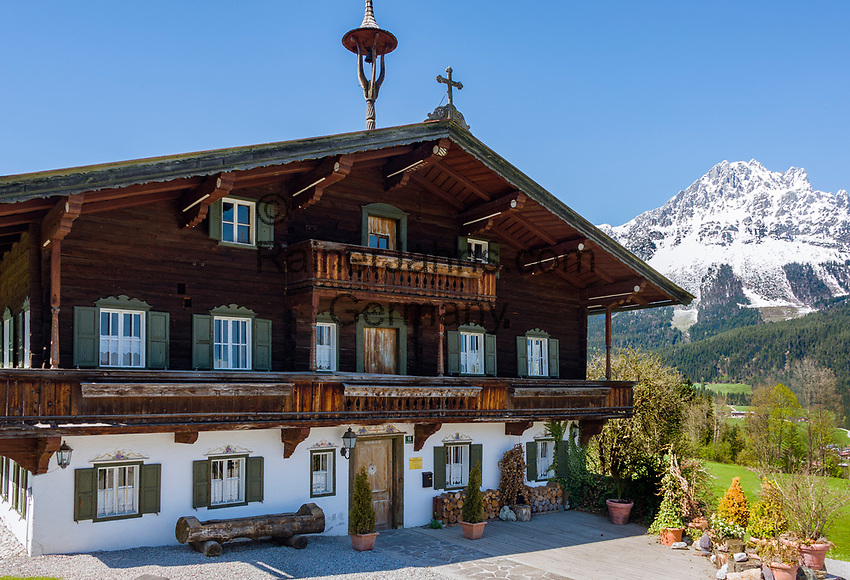 Austria, Tyrol, Ellmau and Wilder Kaiser mountains -  location for TV series 'Der Bergdoktor' | Oesterreich, Tirol, Ellmau am Wilden Kaiser: Bergdoktorhaus