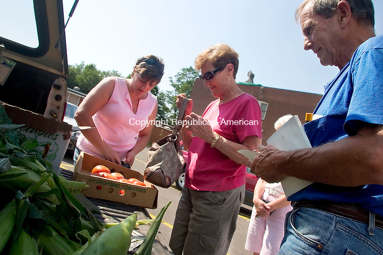 PLYMOUTH, CT- 01 AUG 2007- 080107JT02- <br /> Kathi Browne, left, and her mother Marilyn buy produce from farmer Walter Macdonald of Old Macdonald Farm in Plymouth during the town's third farmer's market this summer at Main Street School on Wednesday. Though several vendors have been at past markets, Macdonald was the only vendor on Wednesday. The Plymouth Farmer's Market is on Wednesdays from 3 p.m. to 6 p.m.<br /> Josalee Thrift / Republican-American