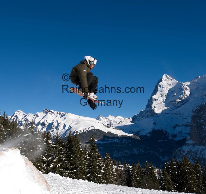 CHE, Schweiz, Kanton Bern, Berner Oberland, Muerren: Snowboarder im Sprung vorm Eiger (3.970 m) mit Eiger Nordwand | CHE, Switzerland, Canton Bern, Bernese Oberland, Muerren: Snowboarder jumps in front of Eiger mountain (3.970 m) with Eiger North Face