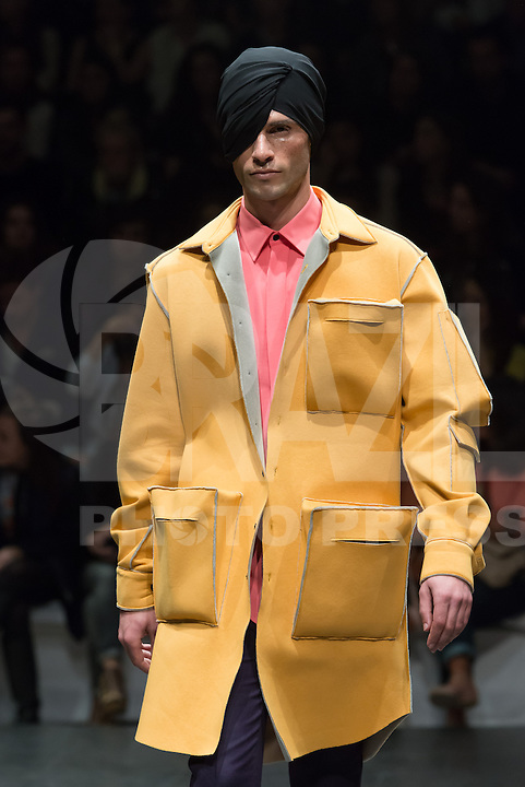 LISBOA, PORTUGAL, 09.03.2014 - LISBOA FASHION WEEK - DINO ALVES - Modelo durante desfile da grife DINO ALVES no Lisboa Fashion Week no Pátio da Galé em Lisboa capital de Portugal, nesse domingo, 09. (Foto: Bruno Pereira / Brazil Photo Press).