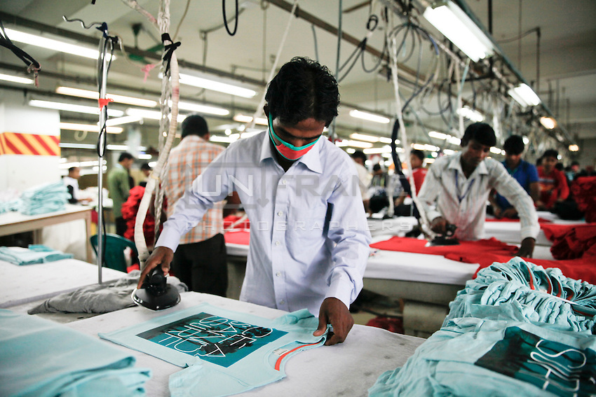 Workers in a Bangladesh garments factory - Images | UnFrame