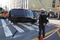 SAO PAULO, SP, 20/04/2013, CAPOTAMENTO CENTRO. Um veiculo capotou na madrugada desse Sabado (20) na Av. Consolacaso esquina com Av Sao Luis no centro da capital paulista. Uma pessoa ficou ferida e foi socorrida pelos Bombeiros a hospital da regiao. LUIZ GUARNIERI/  BRAZIL PHOTO PRESS.