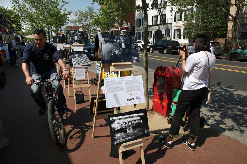 (180512RREI0109) La Esquina Project goes to La Esquina.  The documentary project La Esquina revolves around the history of the Latinos at the corner of Mt. Pleasant St. and Kenyon St.  Washington DC. May 12, 2018 . ©  Rick Reinhard  2018     email   rick@rickreinhard.com