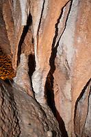 Druipsteen formaties in Grotte de la Madeleine