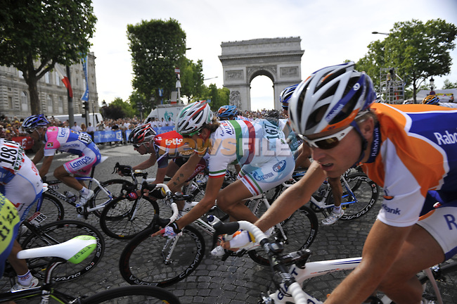 Katusha team rider Italian National Champion Filippo Pozatto (ITA) rounds the hairpin bend beneath the Arc de Triomphe at the end of the Champs Elysee during the final Stage 21 of the 2009 Tour de France running 164km from Montereau-Fault-Yonne to Paris Champs-Elysees, France. 26th July 2009 (Photo by Eoin Clarke/NEWSFILE)