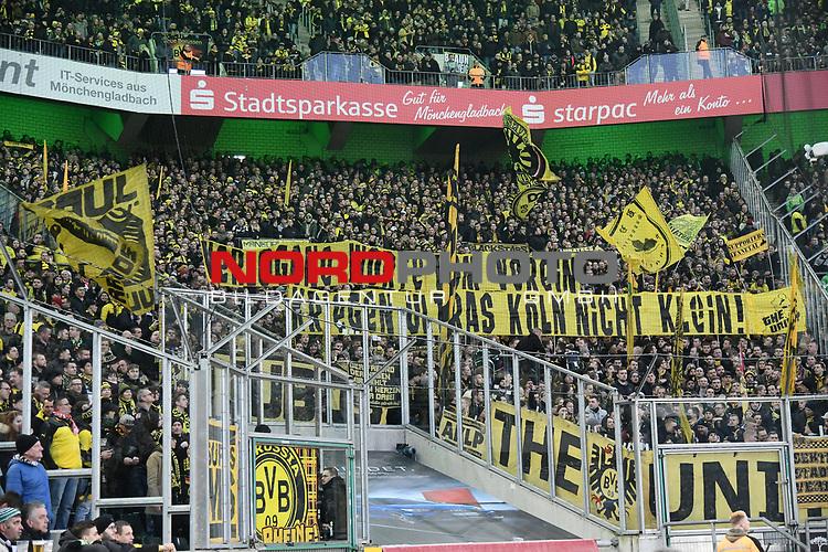 18.02.2018, Borussia Park, M&ouml;nchengladbach, GER, 1. FBL., Borussia M&ouml;nchengladbach vs. Borussia Dortmund<br /> <br /> im Bild / picture shows: <br /> Fans, freundlich, Stimmung, farbenfroh, Nationalfarbe, geschminkt, Emotionen, dortmunder mit Banner <br /> <br /> Foto &copy; nordphoto / Meuter