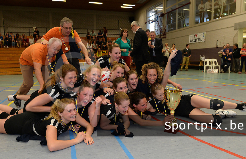 Torhout : Trofee JP Dehaene Dames :<br /> VKT Torhout A - Sijos Menen : vreugde bij Torhout na de bekerwinst <br /> foto VDB / BART VANDENBROUCKE