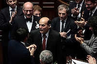 Pier Luigi Bersani a sorpresa fa il suo ingresso in Aula tra gli applausi dei deputati e Matteo Renzi gli va incontro abbracciandolo e baciandolo<br /> Roma 25-02-2014 Camera. Voto di fiducia al nuovo Governo.<br /> Senate. Trust vote for the new Government.<br /> Photo Samantha Zucchi Insidefoto