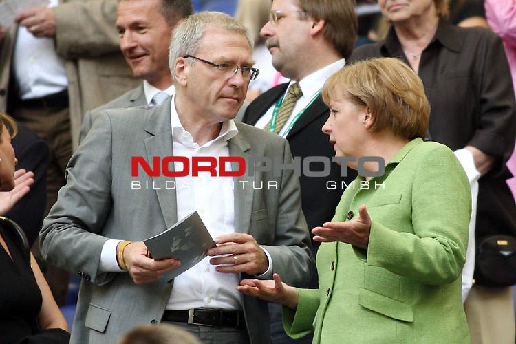 UEFA Euro 2008 Test - Deutschland (GER) vs. Serbien ( SRB ) 2 - 1 am 31.05.2008 in Gelsenkirchen - Auf Schalke<br /> Freundschaftsspiel - Friendlymatch<br /> <br /> Bundeskanzlerin Angela Merkel im Gespr&auml;ch.<br /> <br /> Foto &copy; nph (  nordphoto  ) *** Local Caption ***