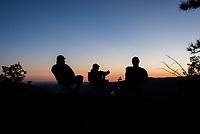 Sonnenuntergang im Yosemite National Park.<br /> 3.6.2017, Yosemite National Park, Kalifornien<br /> Copyright: Christian-Ditsch.de<br /> [Inhaltsveraendernde Manipulation des Fotos nur nach ausdruecklicher Genehmigung des Fotografen. Vereinbarungen ueber Abtretung von Persoenlichkeitsrechten/Model Release der abgebildeten Person/Personen liegen nicht vor. NO MODEL RELEASE! Nur fuer Redaktionelle Zwecke. Don't publish without copyright Christian-Ditsch.de, Veroeffentlichung nur mit Fotografennennung, sowie gegen Honorar, MwSt. und Beleg. Konto: I N G - D i B a, IBAN DE58500105175400192269, BIC INGDDEFFXXX, Kontakt: post@christian-ditsch.de<br /> Bei der Bearbeitung der Dateiinformationen darf die Urheberkennzeichnung in den EXIF- und  IPTC-Daten nicht entfernt werden, diese sind in digitalen Medien nach &sect;95c UrhG rechtlich geschuetzt. Der Urhebervermerk wird gemaess &sect;13 UrhG verlangt.]