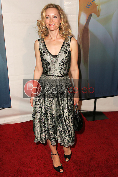 Leslie Mann<br />at the 2006 Writers Guild Awards. Hollywood Palladium, Hollywood, CA. 02-04-06<br />Dave Edwards/DailyCeleb.com 818-249-4998