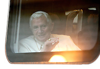 Papa Benedetto XVI siede nel treno Frecciargento in partenza per Assisi, alla Stazione Vaticana, 27 ottobre 2011..Pope Benedict XVI sits inside a Frecciargento train as he leaves to Assisi, at the Vatican railway station, 27 october 2011..UPDATE IMAGES PRESS/Riccardo De Luca