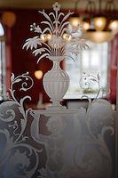 Europe/Allemagne/Bade-Würrtemberg/Heidelberg: Café Rossi détail vitre gravée