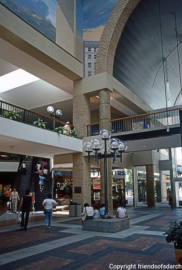 Pasadena CA: Pasadena Mall.  Photo '84.