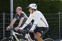 01.06.2016: DFB Elf trainiert mit dem Fahrrad