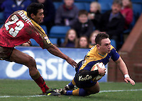 Pix, Shaun Flannery/SWpix. Tetleys Super League..Leeds Rhinos v London Broncos, 3/3/2002..COPYRIGHT PICTURE>>SIMON WILKINSON>>01943 - 436649>>..Richie Barnett fails to catch Leeds Kevin Sinfield as he scores a try.
