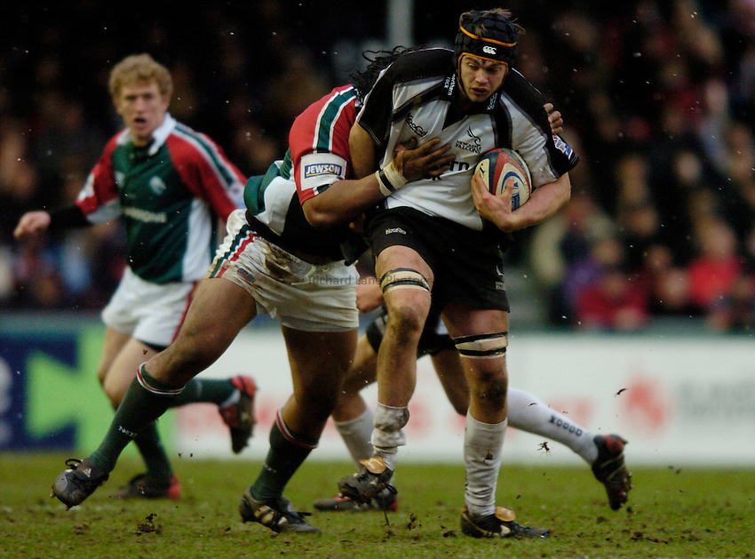Photo: Richard Lane..Leicester Tiger v Newcastle Falcons. Zurich Premiership. 19/02/2005..Geoff Parling attacks.