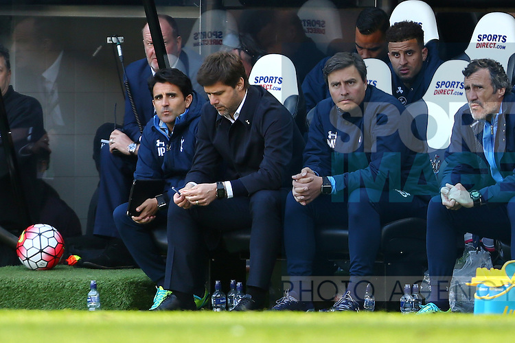 Mauricio Pochettino, Tottenham's Manager dejected during the Barclays Premier League match at St James' Park. Photo credit should read: Philip Oldham/Sportimage