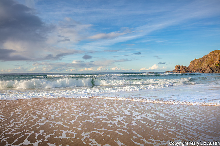 Isle of Lewis and Harris, Scotland: Waves breaking on the sands of Dail Mor (Dalmore) beach on the north side of Lewis Island