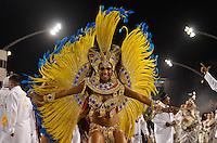 SAO PAULO, SP, 16 DE FEVEREIRO 2013 - CARNAVAL SP - DESFILE DAS CAMPEÃS  - Valeska Reis da escola de samba  Império de Casa Verde: quinta colocada do Grupo Especial,  durante desfile das campeãs  no Sambódromo do Anhembi na região norte da capital paulista, na madrugada deste sábado, 16. FOTO: LEVI BIANCO - BRAZIL PHOTO PRESS