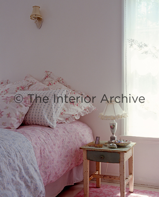 The pink-and-white colour scheme gives a fresh and feminine feel to this bedroom