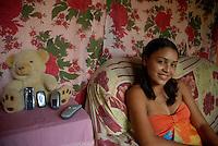 No furo Madre de Deus Odair Melo trabalha com o Murumuru e o açaí, gerando renda para toda a família na região das ilhas.Barcarena, Pará, BrasilFoto Paulo Santos/Interfoto15/10/2008