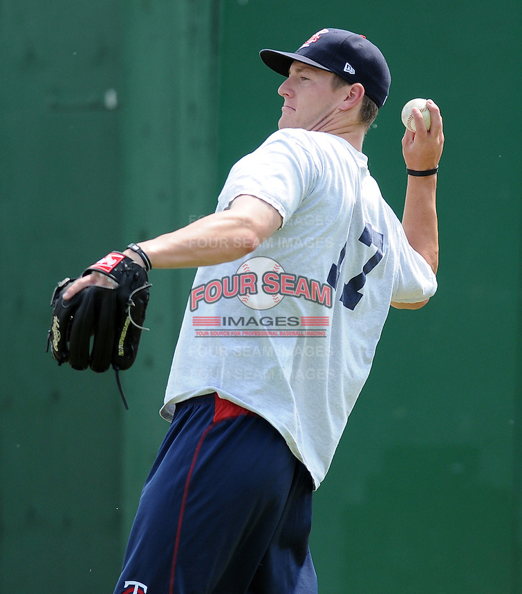 RHP Matt Hauser (17) of the Elizabethton Twins in a game against the Danville Braves on July 16, 2010, at Joe O'Brien Field in Elizabethton, Tenn. Photo by: Tom Priddy/Four Seam Images