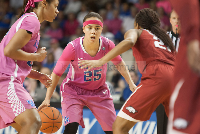 Junior guard Makayla Epps (25) runs the offense during the game against the Arkansas Razorbacks on Sunday, February 21, 2016 in Lexington, Ky. Kentucky won the game 77-63. Photo by Hunter Mitchell | Staff