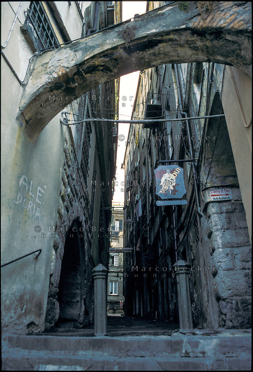 Genova, vicolo --- Genoa, narrow alley