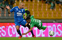 MEDELLÍN - COLOMBIA, 26-01-2019: Omar Duarte de Atlético Nacional disputa el balón con Andrés Correa de Once Caldas, durante partido de la fecha 1 entre Atlético Nacional y Once Caldas, por la Liga Águila I 2019, jugado en el estadio Atanasio Girardot de la ciudad de Medellín. / Omar Duarte of Atletico Nacional vies for the ball with Andres Correa of Once Caldas, during a match of the 1st date between Atletico Nacional and Once Caldas for the Aguila League I 2019, played at Atanasio Girardot stadium in Medellin city. Photo: VizzorImage / León Monsalve / Cont.