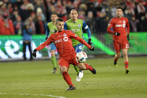 10.12.206. Toronto, ONT, Canada. MLS Football League Cup. Sebastian Giovinco (10) of Toronto FC takes a shot during the first half of the MLS Cup Final game between Toronto FC and Seattle Sounders on December 10, 2016, at BMO Field in Toronto, ON, Canada.