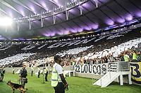 RIO DE JANEIRO, RJ, 05.02.2014 - Torcedores do Botafogo fazem o mosaico nas arquibancadas recebendo o time no jogo desta noite pela Libertadores contra Deportivo Quito no Estádio Mário Filho, o Maracanã. (Foto. Néstor J. Beremblum / Brazil Photo Press)