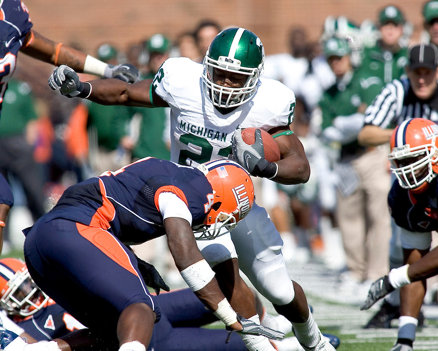 October 9, 2009 - Champaign, Illinois, USA - Michigan State running back Larry Caper (22) carries the ball in the game between the University of Illinois and Michigan State at Memorial Stadium in Champaign, Illinois.  Michigan State defeated Illinois 24 to 14.  ..
