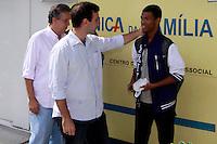 Rio de  Janeiro,6 de  agosto de  2012- Candidato a  prefeitura da cidade  do Rio de  Janeiro ,Marcelo Freixo e o seu vice Paulo Pinheiro, visitam no início da  tarde desta  segunda-feira(6) a  Unidade de  pronto Atendimento (UPA) na  Estrada  do Itararé , próximo ao Conjunto de  Favelas do Alemão.<br /> Guto Maia / Brazil Photo Press
