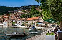Croatia, Kvarner Gulf, Bakar (Town): small harbour town at a fjord-like, picturesque natural harbour, original seaside cafés and small restaurants | Kroatien, Kvarner Bucht, Bakar (Stadt): malerisches, kleines Hafenstaedtchen mit fjordartigem Naturhafen, entlang der Hafenpromenade liegen urspuengliche Cafés und kleine Restaurants