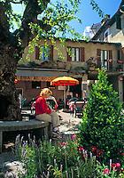 CHE, Schweiz, Tessin, Bilderbuchdorf Vico Morcote: Osteria auf der Piazza | CHE, Switzerland, Ticino, picturesque village Vico Morcote: Osteria at square La Piazza
