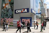 CURITIBA,PR, 06.10.2015 - GREVE BANCÁRIOS -PR - Bancários de Curitiba entram em greve por tempo indeterminado na manhã desta terça-feira (06) em Curitiba. Bancários reivindicam melhores condições de trabalho, saúde, garantia de emprego e reajuste salarial de 16% para categoria. (Foto: Paulo Lisboa/Brazil Photo Press)