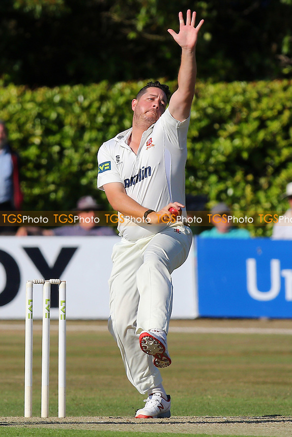 Jesse Ryder in bowling action for Essex