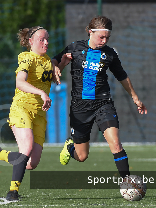20191026 – Brugge, BELGIUM : Brugge's Debbie Decoene (R) and Standard's Zoe Van Eynde (L) pictured during a women soccer game between Club Brugge Dames and Standard Femina de Liege on the seventh matchday of the Belgian Superleague season 2019-2020 , the Belgian women's football  top division , Saturday 26 th October 2019 at the synthetic terrain 4 at the Jan Breydel site in Brugge  , Belgium  .  PHOTO SPORTPIX.BE | DIRK VUYLSTEKE