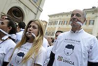 Roma, 27 Aprile 2015<br /> Manifestazione con flash mob di Ialia Unica contro la legge elettorale in discussione alla Camera dei Deputati.<br /> No Italicum, legge cerotto.<br /> Manifestanti indossano un bavaglio.<br /> A destra Corrado Passera