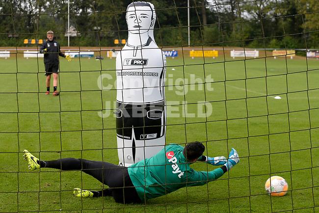 NORG - Voetbal, Trainingskamp FC Groningen, voorbereiding seizoen 2018-2019, 10-07-2018,  FC Groningen doelman Kevin Begois