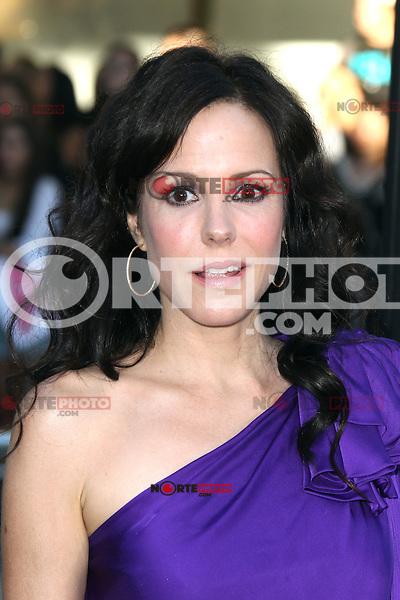 Mary-Louise Parker at the Premiere of Universal Pictures' 'Savages' at Westwood Village on June 25, 2012 in Los Angeles, California. ©mpi21/MediaPunch Inc. /*NORTEPHOTO.COM*<br /> **SOLO*VENTA*EN*MEXICO** **CREDITO*OBLIGATORIO** *No*Venta*A*Terceros* *No*Sale*So*third* *** No Se Permite Hacer Archivo** *No*Sale*So*third*©Imagenes con derechos de autor,©todos reservados. El uso de las imagenes está sujeta de pago a nortephoto.com El uso no autorizado de esta imagen en cualquier materia está sujeta a una pena de tasa de 2 veces a la normal. Para más información: nortephoto@gmail.com* nortephoto.com.