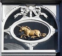 Bovenlicht met eenhoorn in Den Bosch