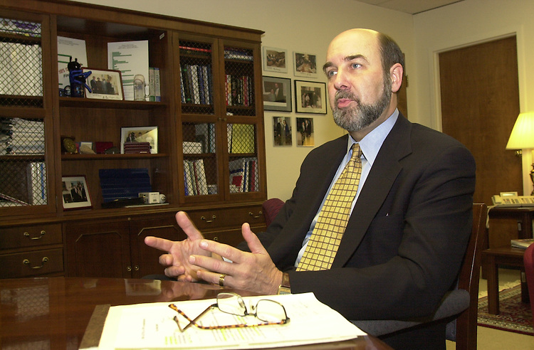 RC20000228-327-IW: February 28, 2000: Deputy Secretary of Energy T.J. Glauthier.               Ian Wagreich/Roll Call