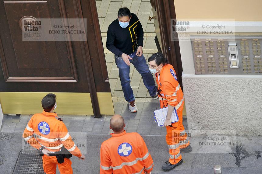 - epidemia di Coronavirus, vivere con la mascherina controlli sanitari, Milano, Aprile 2020<br /> <br /> - Coronavirus epidemic, live with the mask, health controls, Milan, April 2020
