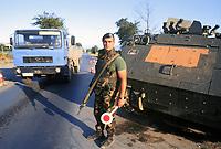 - Kosovo, checkpoint of the Italian army near the Deciani town<br /> <br /> - Kossovo, checkpoint dell'esercito italiano presso la città di Deciani