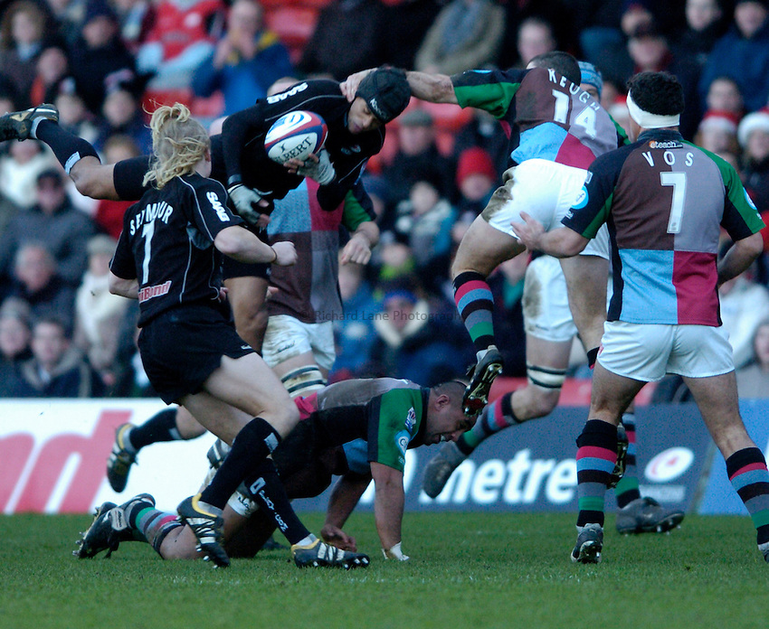 Photo: Richard Lane..Saracens v NEC Harlequins. Zurich Premiership. 26/12/2004..Richard Haughton wins a high ball.