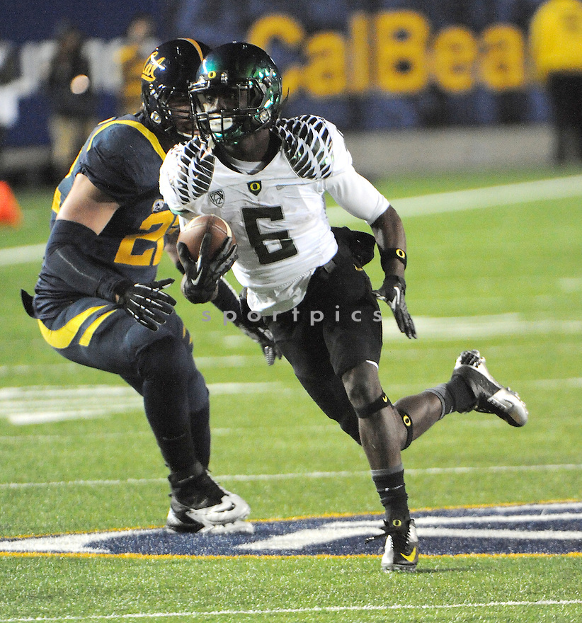 Oregon Ducks De'Anthony Thomas (6) in action during a game against Cal on November 10, 2012 at Memorial Stadium in Berkeley, CA.  Oregon beat Cal 59-17.