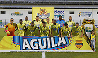 FLORIDABLANCA -COLOMBIA-8-MAYO-2016. Formación de Bucaramanga contra Envigado.Acción de juego entre el Bucaramanga     con el Envigado FC  durante partido por la fecha 17 de Liga Águila I 2016 jugado en el estadio Alvaro Gómez Hurtado./  Team of Bucarmanga against Envigado FC.Actions gam between  Bucaramanga and  Envigado FC during the match for the date 17 of the Aguila League I 2016 played Alvaro Gomez Hurtado . Photo: VizzorImage / Duncan Bustamante / Contribuidor